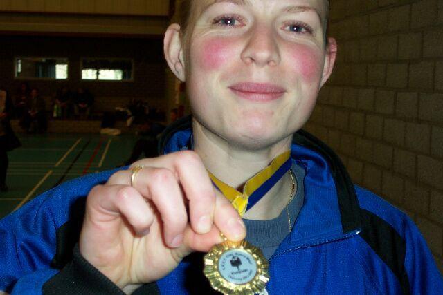 Jakomijn is trots op haar medaille